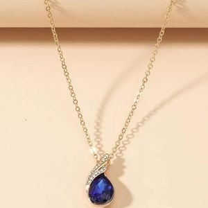 LAST! Gold chain necklace w/ sapphire style stone